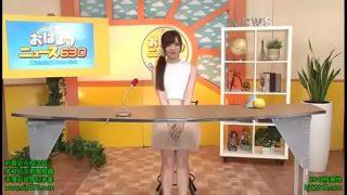Deliciosa Reportera da la noticia mientras se la follan VER Completo http://bit.ly/2KIu5D7